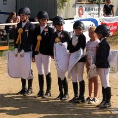 Kleine Pony-Mannschaft